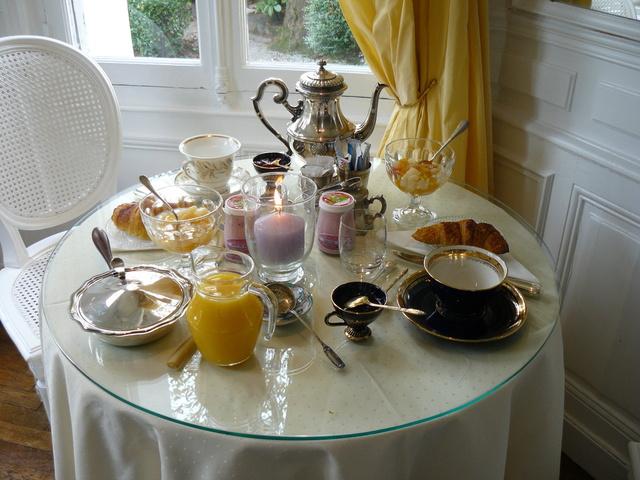 Lundi 3 mars Chambre-d-hote-rouen-villa-la-gloriette-le-petit-dejeuner_640_480