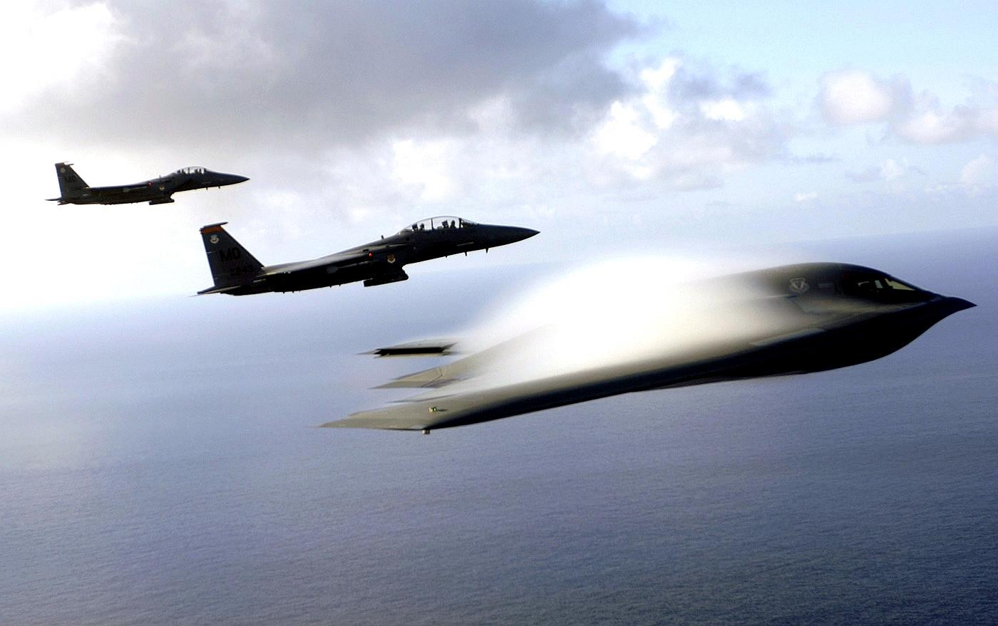 اقوي طائرة امريكية Gpw-20050822-fullsize-UnitedStatesAirForce-060707-F-3961R-003-Pacific-Ocean-B-2-Spirit-stealth-bomber-F-15E-Strike-Eagle-July-2005-Guam