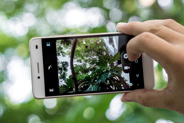 Mobile • LAI Yuna S – Smartphone chuyên selfie trong tầm giá 2 triệu • http://i.imgur.com/g5KuxsW.jpg • Với mức giá 2 triệu đồng, LAI Yuna S tạo được ấn tượng mạnh mẽ cho người dùng yêu thích chụp... Img20160615163525366