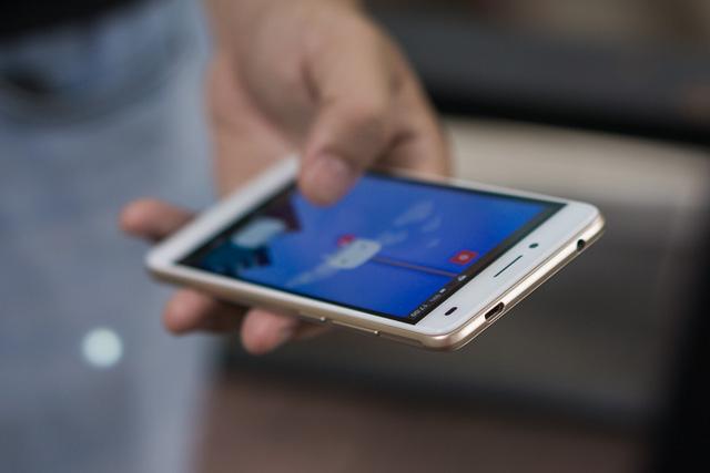 Mobile • LAI Yuna S – Smartphone chuyên selfie trong tầm giá 2 triệu • http://i.imgur.com/g5KuxsW.jpg • Với mức giá 2 triệu đồng, LAI Yuna S tạo được ấn tượng mạnh mẽ cho người dùng yêu thích chụp... Img20160615163526067