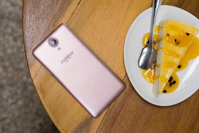 Mobile • Trên tay phiên bản vàng hồng của smartphone chuyên selfie giá 2 triệu • http://i.imgur.com/X18t5xx.jpg • Ra mắt vào 09/06/2016, LAI Yuna S tạo sự chú ý khi sở hữu camera selfie 8.0 MP, cấu hình mạnh... Img20160623113029239