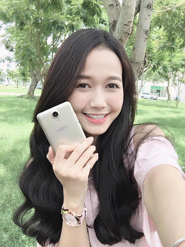 Mobile • Trên tay phiên bản vàng hồng của smartphone chuyên selfie giá 2 triệu • http://i.imgur.com/X18t5xx.jpg • Ra mắt vào 09/06/2016, LAI Yuna S tạo sự chú ý khi sở hữu camera selfie 8.0 MP, cấu hình mạnh... Img20160623113029550