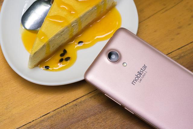 Mobile • Trên tay phiên bản vàng hồng của smartphone chuyên selfie giá 2 triệu • http://i.imgur.com/X18t5xx.jpg • Ra mắt vào 09/06/2016, LAI Yuna S tạo sự chú ý khi sở hữu camera selfie 8.0 MP, cấu hình mạnh... Img20160623113029988