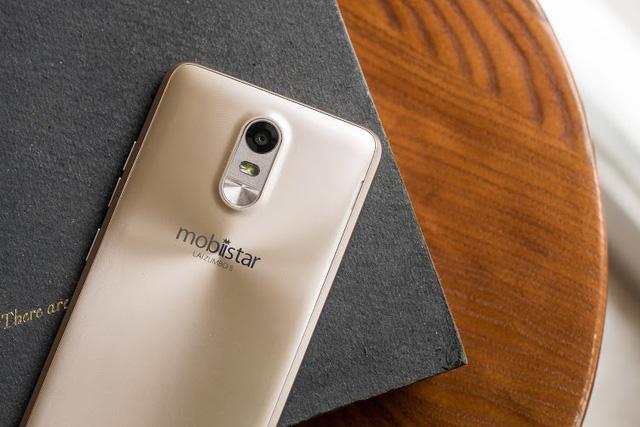 """Mobile • Bộ đôi """"anh em Soái Ca"""" của Mobiistar thu hút chú ý trước ngày lên kệ • http://i.imgur.com/3j9aaTG.jpg • Chỉ sau 1 tuần hé lộ thông tin, bộ đôi LAI Zumbo S và LAI Zumbo J đã thu hút sự chú ý... Img20160627162749980"""