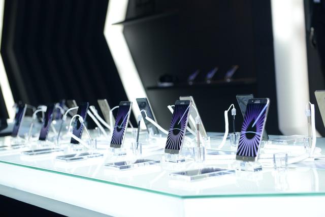 """galaxy -s7 - Mobile • Galaxy Note7 - """"Vũ khí bí mật"""" chinh phục chuyên gia công nghệ, thắng lớn trước ngày mở bán • http://i.imgur.com/ZtdfJYg.jpg • Chiều 10/08, Samsung đã chính thức giới thiệu Galaxy Note7 như... Img20160815111525332"""