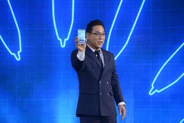 """galaxy -s7 - Mobile • Galaxy Note7 - """"Vũ khí bí mật"""" chinh phục chuyên gia công nghệ, thắng lớn trước ngày mở bán • http://i.imgur.com/ZtdfJYg.jpg • Chiều 10/08, Samsung đã chính thức giới thiệu Galaxy Note7 như... Img20160815111527039"""