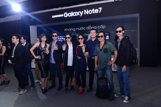 """galaxy -s7 - Mobile • Galaxy Note7 - """"Vũ khí bí mật"""" chinh phục chuyên gia công nghệ, thắng lớn trước ngày mở bán • http://i.imgur.com/ZtdfJYg.jpg • Chiều 10/08, Samsung đã chính thức giới thiệu Galaxy Note7 như... Img20160815111529545"""