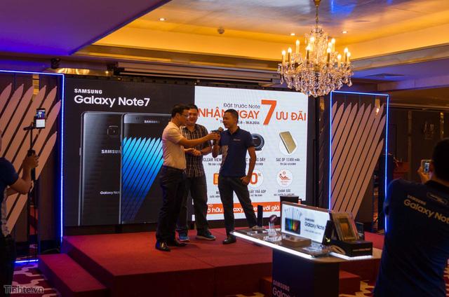 galaxy -s7 - Mobile • Háo hức trải nghiệm Samsung Galaxy S7 đầu tiên tại Hà Nội • http://i.imgur.com/DTqpih9.jpg • Tối ngày 13/8, Viettel Store phối hợp với Hãng Samsung tổ chức chương trình Tech offline cho các Sam... Img20160815160312394