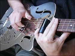 [Jeu] Association d'images - Page 6 3pcs-Stainless-Steel-Finger_Guitar-_Pick-Plectrums_3_Onglets_De_doigt_-_metal_-_rty