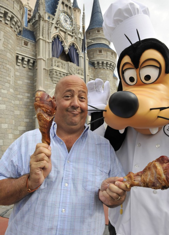 "Les fameuses ""turkey legs"" Andrew-Zimmern-eats-a-Disney-World-giant-turkey-leg"