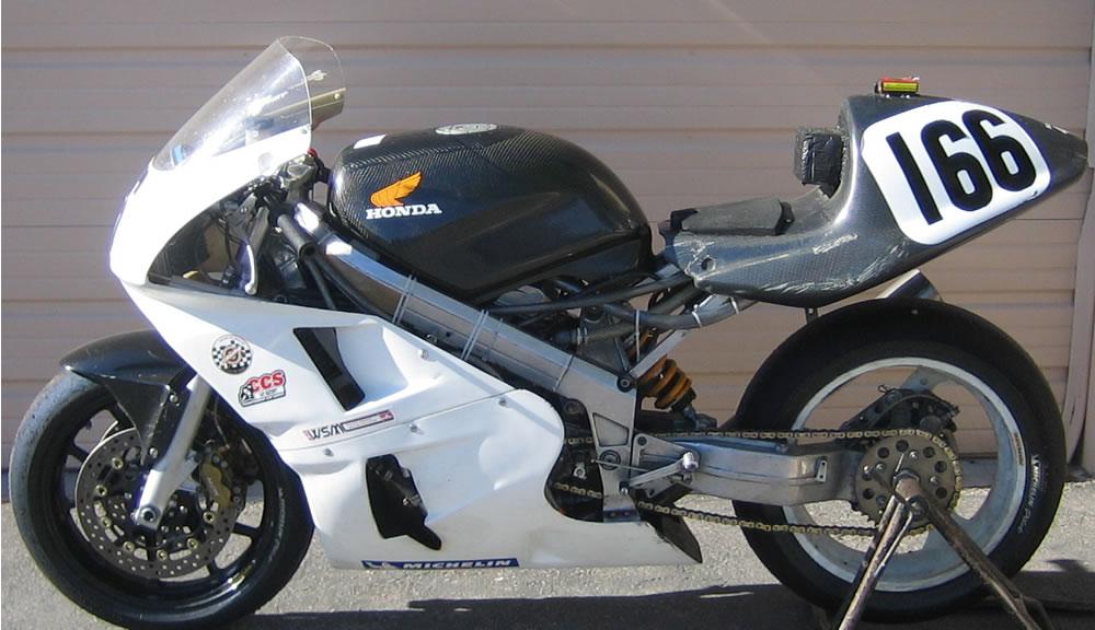 Qu'est ce que c'est comme moto? - Page 2 Race%20Bike%20left