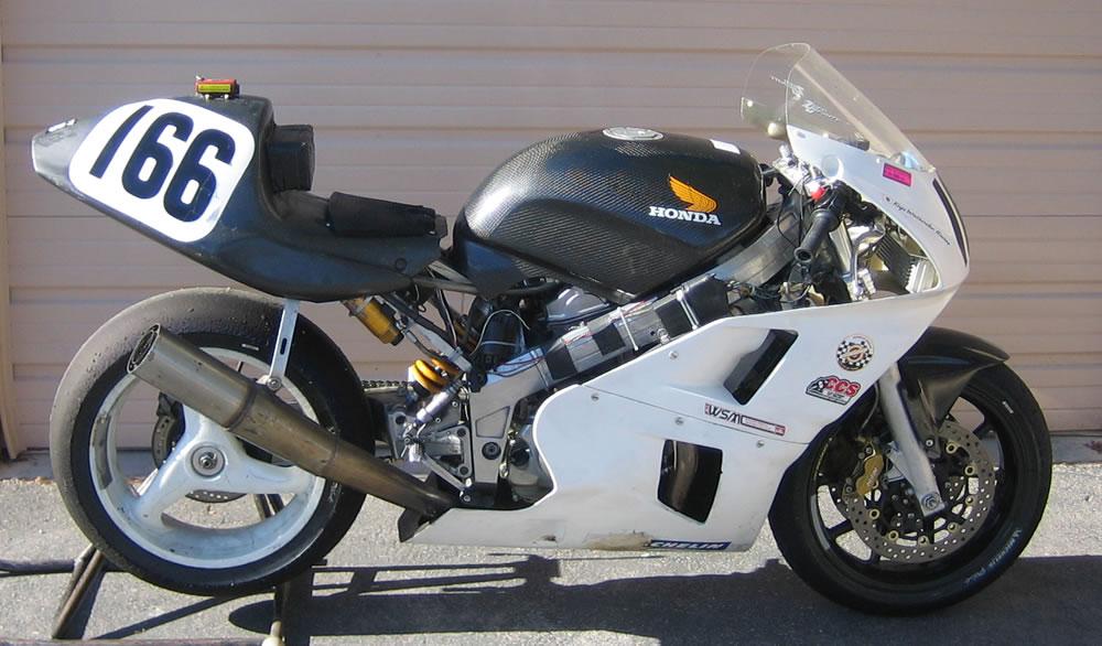 Qu'est ce que c'est comme moto? - Page 2 Race%20Bike%20right