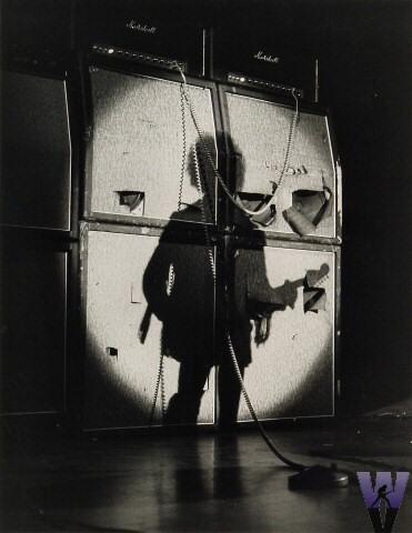 Jim Marshall est mort Hendrix_-_shadow_on_amp