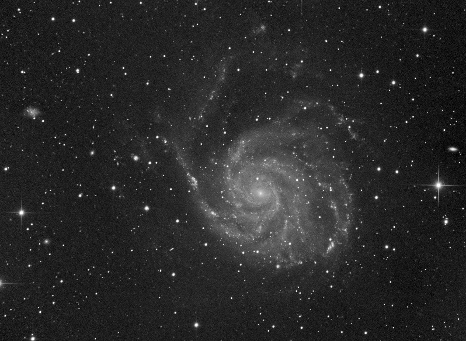 Ciel profond de Printemps - Page 9 M101crop