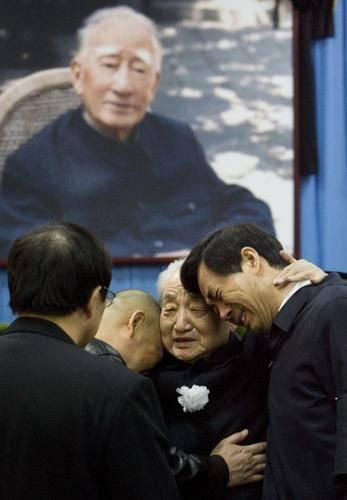 Los imperialistas señalan con el dedo a un dirigente comunista chino 20070118100925c527f