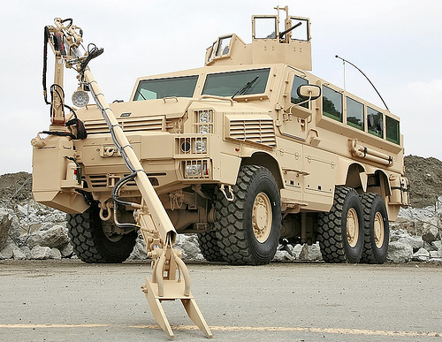 Les engins explosif improvisé  Bae-systems-rg-33l-6x6-mrap-vehicles