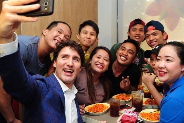 delete@văn nô Nguyến Ngọc Ngạn   - Page 2 Justin-Trudeau-Jollibee