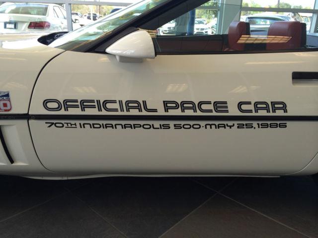 Corvette C4 (1984-1996)  1986-chevrolet-corvette-convertible-indy-500-pace-car-edition-3