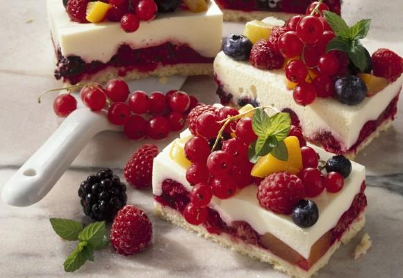desertul zilei Patratele-cu-fructe-de-pasure-580x400