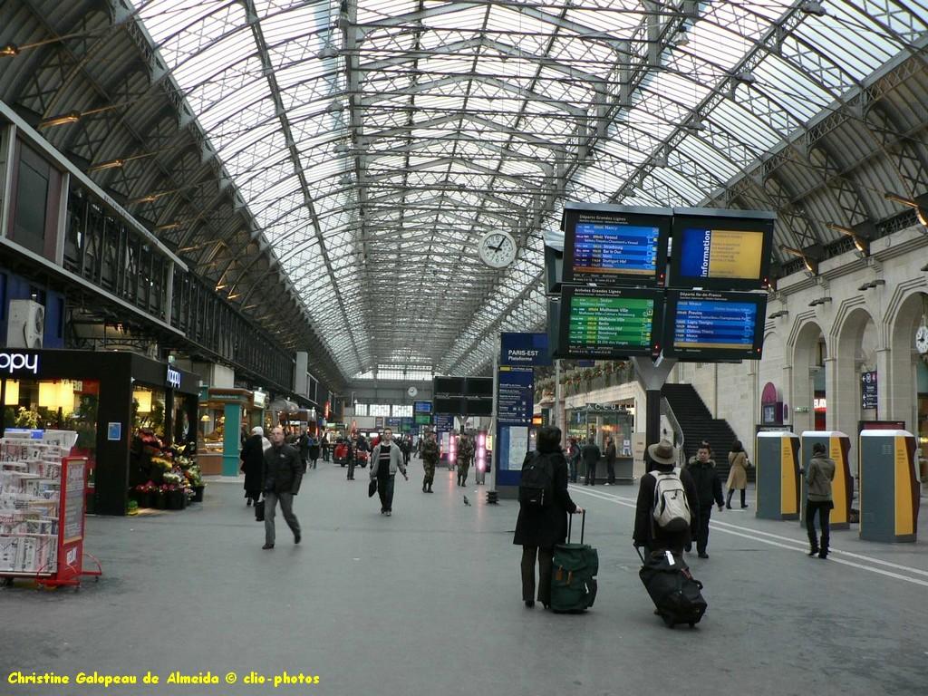Suite d'image - Page 5 TN-gare_est_hall