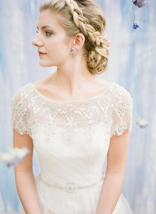 """Tuyệt chiêu chọn váy cưới cho cô nàng """"lép"""" Chon-trang-suc-hoan-hao-voi-ao-cuoi-1"""