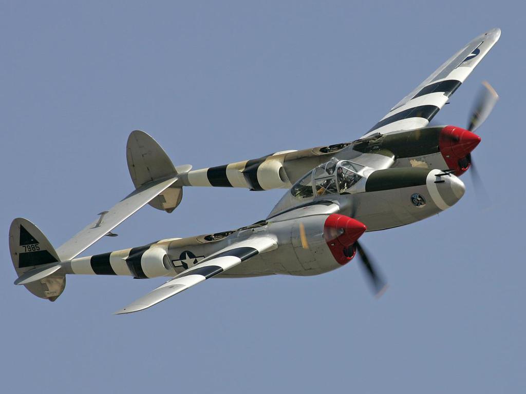 أسلحة صنعت الحدث - صفحة 11 Lockheed-p-38-lightning