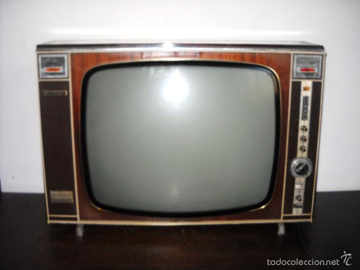 """Una TV """"Vintage"""" 57477328"""