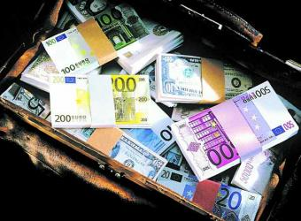 EL TOPIC DE SUIZA 20080716000535-fajos-billetes