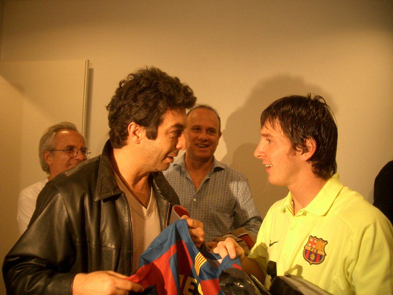 ¿Cuánto mide Lionel Messi? - Estatura y peso - Real height - Página 3 Darn-y-Messi2