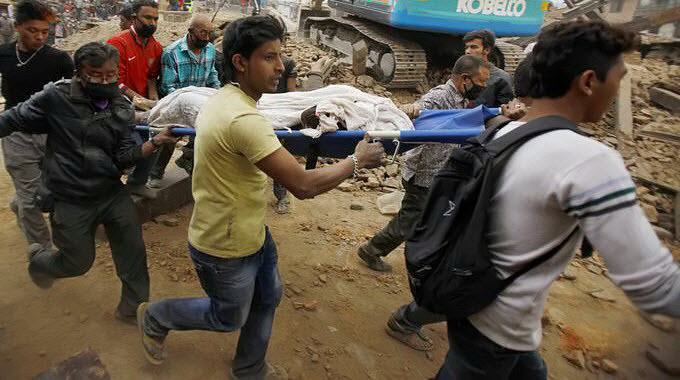 Inspirational Photos of People Helping People in the Wake of Nepal Earthquake Nepal-Earthquake-aftermath-people-carrying-stretcher-running