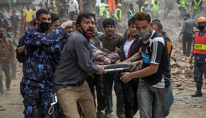 Inspirational Photos of People Helping People in the Wake of Nepal Earthquake Nepal-emergency-stretcher