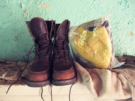 Comment faire un Get Home Bag (kit de retour au domicile) Shoes-clothes