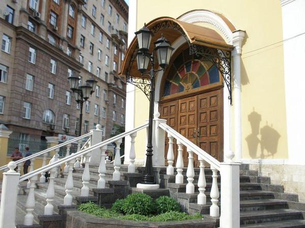 Храм Всех Святых Патриаршего Подворья во Всехсвятском на Соколе хотят захватить агенты влияния Саакашвили и разрушить строители-гастарбайтеры. I-1591