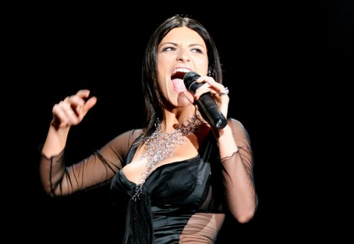 >>WORLD TOUR 2011/2012 Laura-pausini-concierto-vestida-de-negro