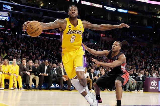 Cavaliers land LA Lakers small forward Earl Clark Earlclark