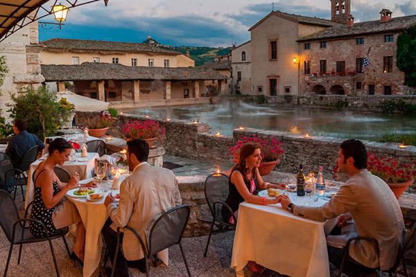 Najlepši termalni izvori na svetu Terme-Bagno-Vignoni-risorante-terrazza