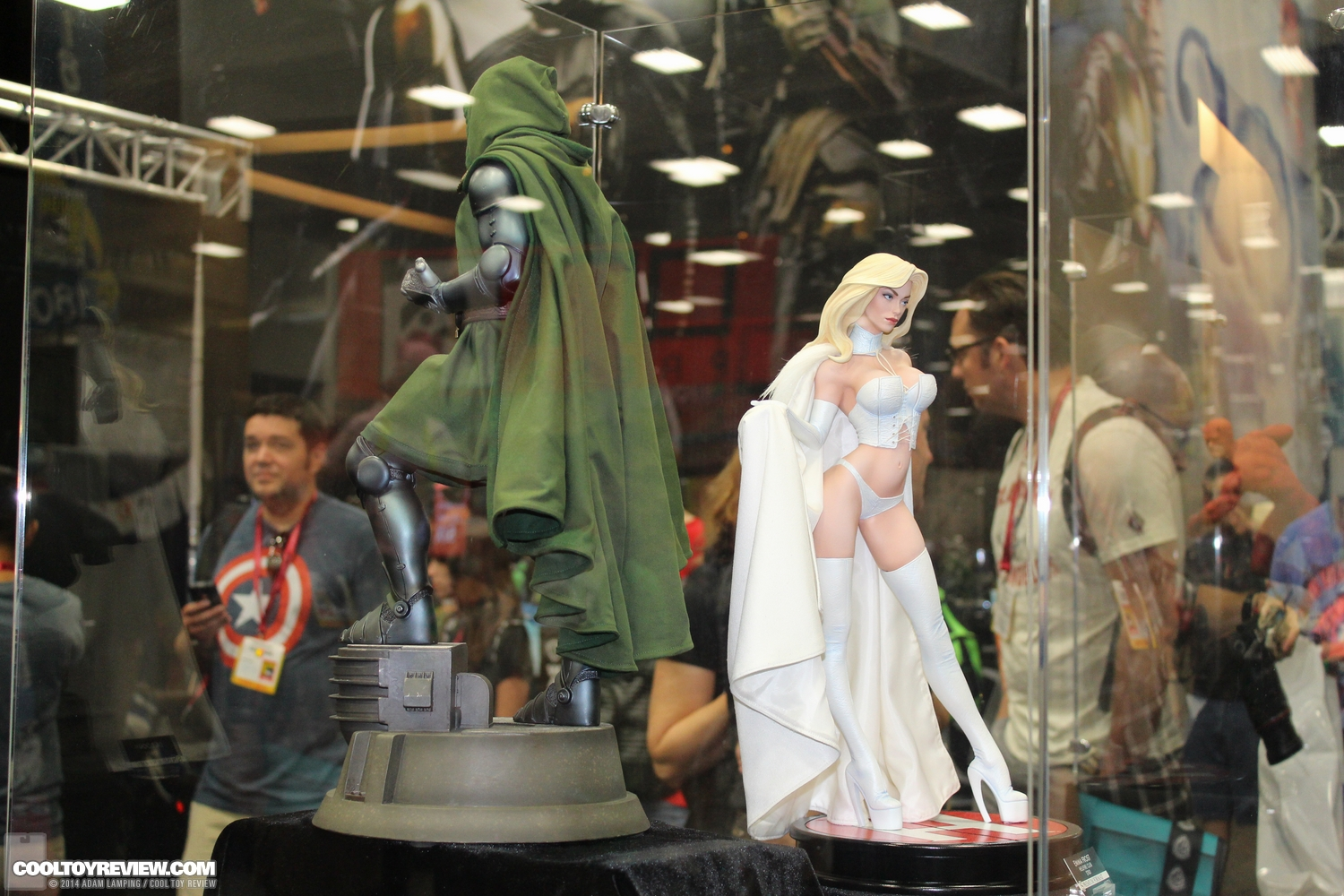 """EMMA FROST """" HELLFIRE CLUB"""" Premium format - Page 2 San-diego-comic-con-2014-sideshow-collectibles-032"""