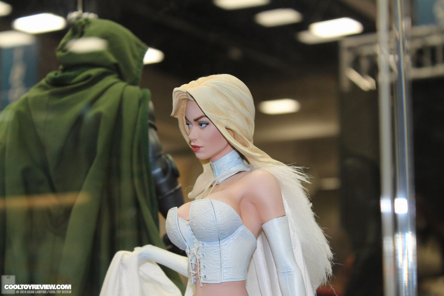 """EMMA FROST """" HELLFIRE CLUB"""" Premium format - Page 2 San-diego-comic-con-2014-sideshow-collectibles-038"""