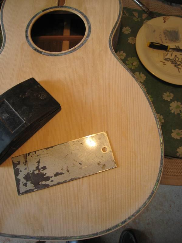 Les guitares d'un luthier aussi amateur que passionné ... - Page 2 19042010%20002
