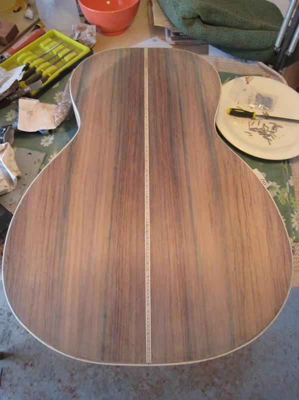 Les guitares d'un luthier aussi amateur que passionné ... - Page 2 19042010%20006