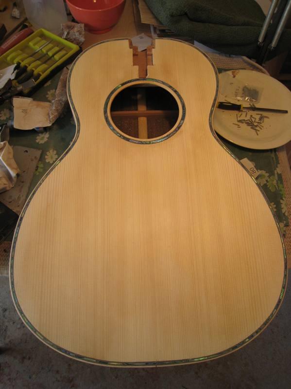 Les guitares d'un luthier aussi amateur que passionné ... - Page 2 19042010%20007