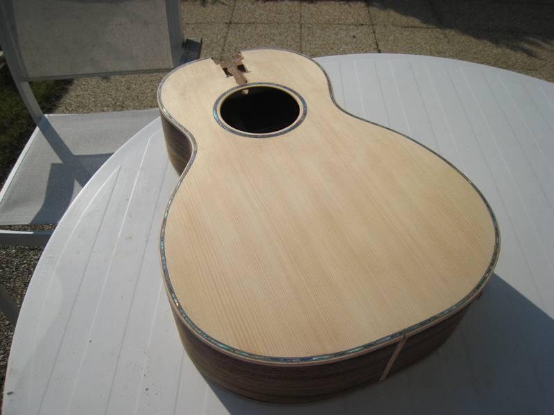 Les guitares d'un luthier aussi amateur que passionné ... - Page 2 19042010%20008