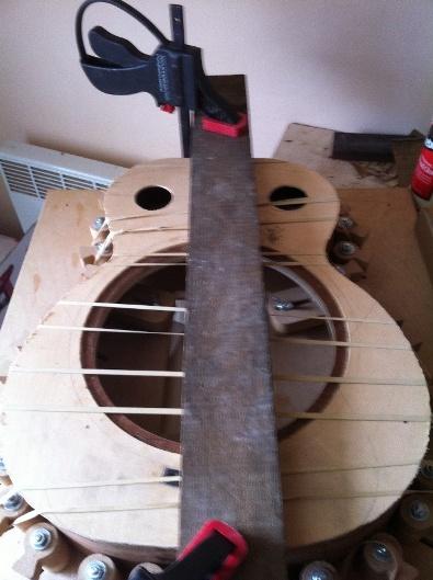 Les guitares d'un luthier aussi amateur que passionné ... - Page 5 Reso%20028