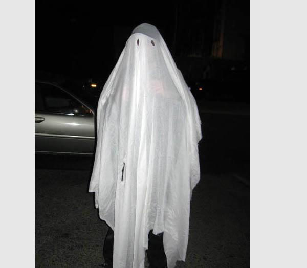 Obucite osobu iznad - Page 3 Ghost-sheet-costume