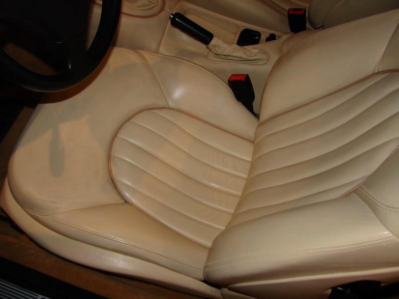Rénovation des cuirs de ma 3200 GT Assetto Corsa DSC09196