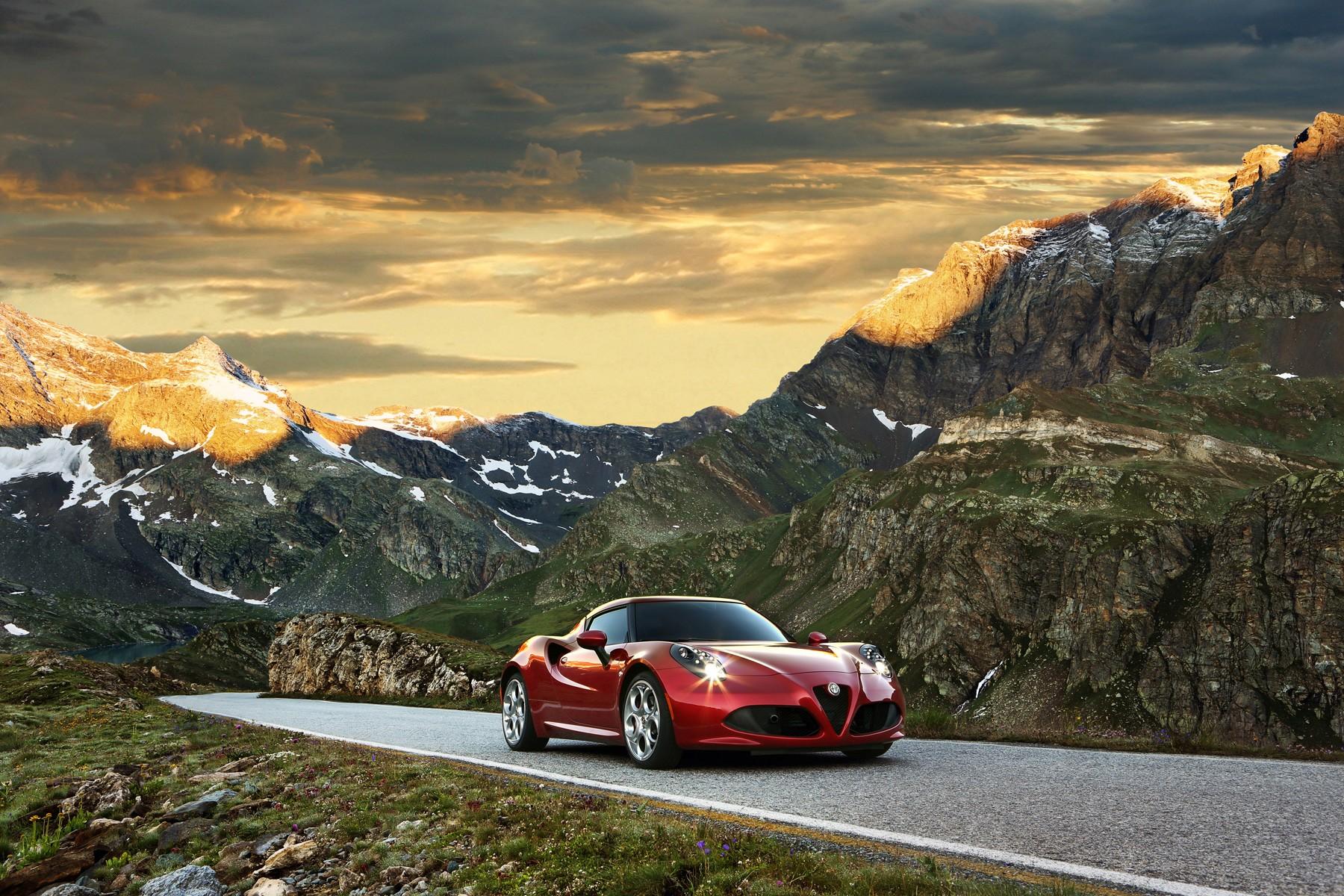 [Alfa Romeo] 4C Alfa_romeo_4c_2013_c5cd0-1800-1200