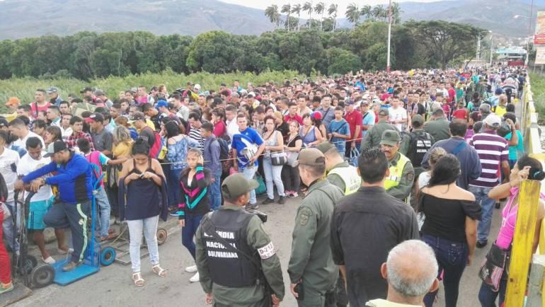 Gobierno (interino) de Juan Guaidó - Página 15 1516429387_639348_1516429741_noticia_normal