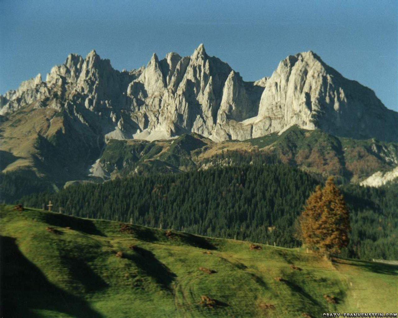 Pejzaži i prirodne lepote Zemlje Forest-dolomite-peaks-landscape-wallpapers
