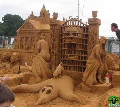 منحوتات رملية Haunted-sand-castle