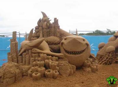 منحوتات رملية Sharks-sand-sculpture